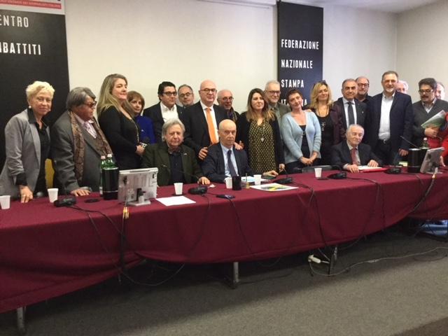 Il nuovo Consiglio Nazionale di UNAGA eletto dal Congresso presso la sede della FNSI a Roma. Al Centro il nuovo presidente Roberto Zalambani e il Segretario Generale aggiunto della FNSI Carlo Parisi